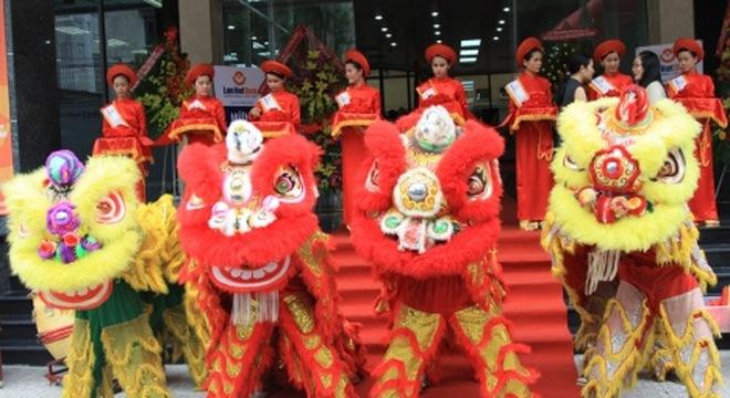 Công ty bảo vệ Đất Việt chọn ngày lành để khai trương đầu năm.