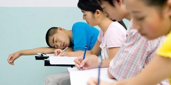 sinh viên đi làm thêm lợi hay hại